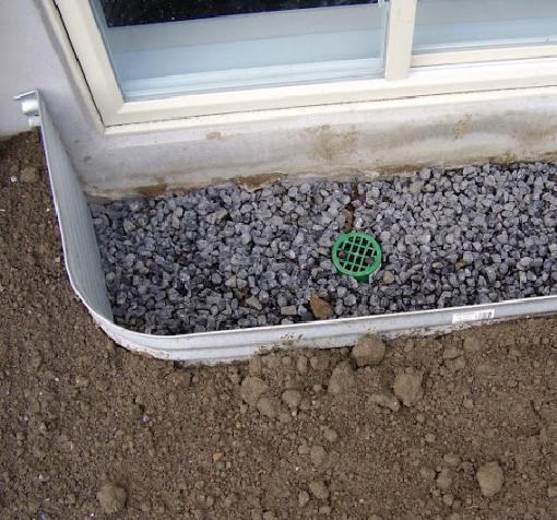 Pose et installation de margelle pour fenêtre de sous-sol | Sciage de béton J.Vaillancourt et fils inc.